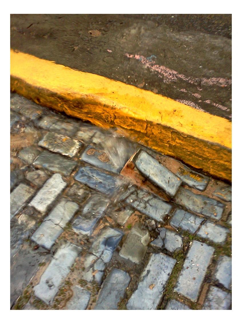 adoquin saltarin en la odonell foto javier martinez cronica urbana blog - Un Vecindario Encantado por la Historia y los Artistas