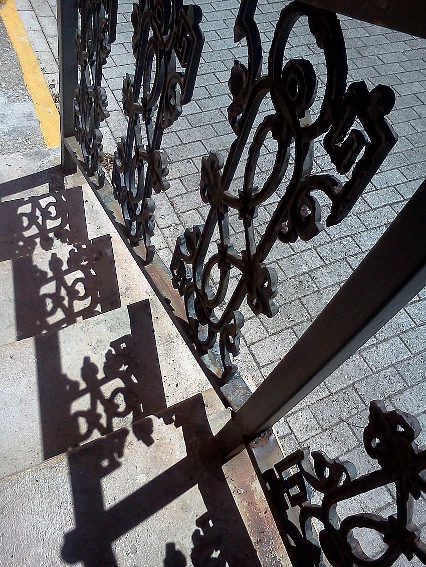 escalera en la caleta foto javier martinez cronica urbana blog - Un Vecindario Encantado por la Historia y los Artistas
