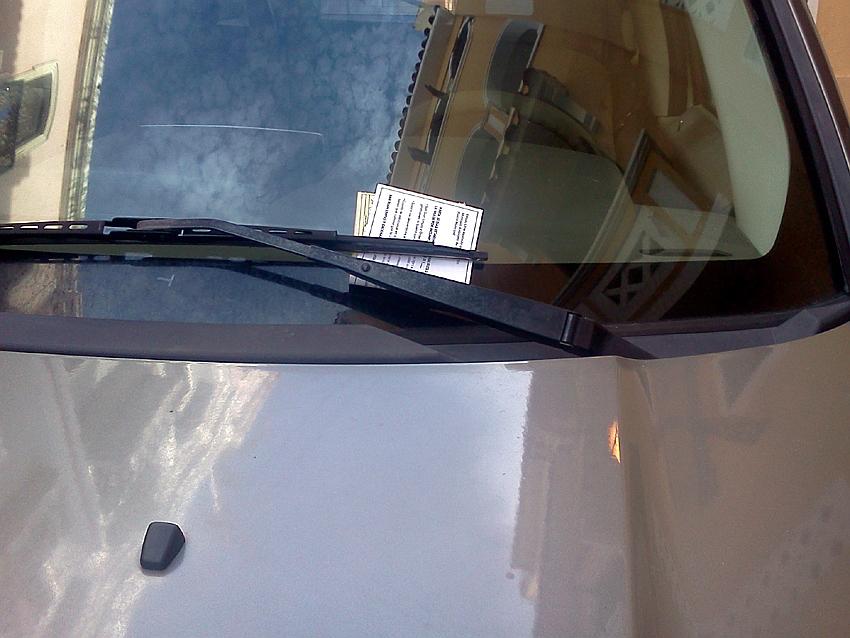auto con multa de Cortesía en el Viejo San Juan Autogiro arte actual - Crónica Boletos de Cortesia en el Viejo San Juan