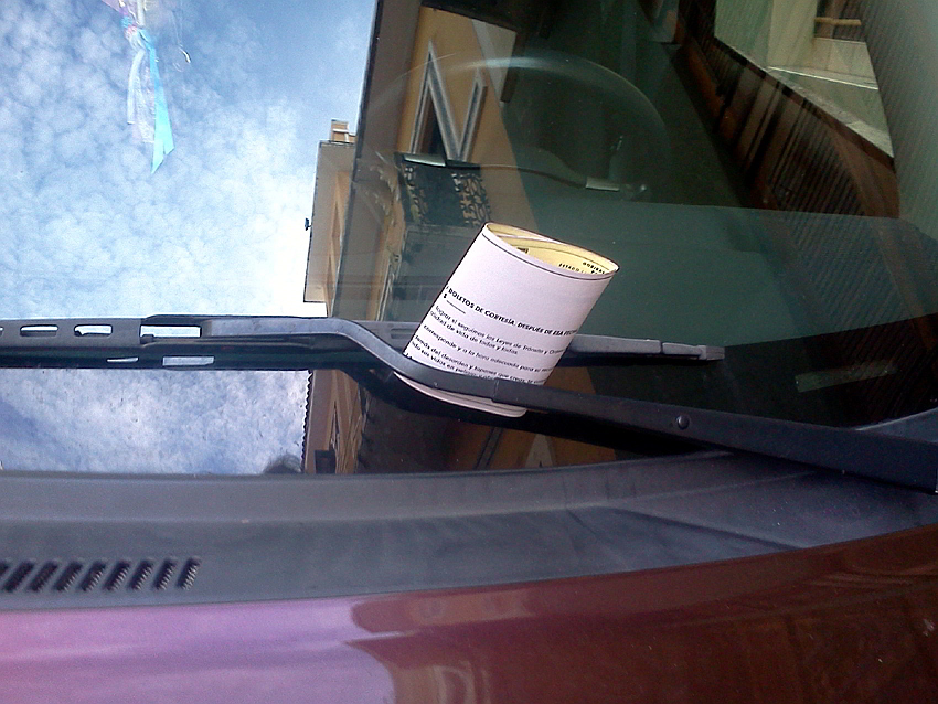 automovil con Boleto de Cortesía en el Viejo San Juan Autogiro arte actual - Crónica Boletos de Cortesia en el Viejo San Juan