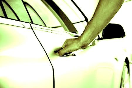 Hurtan vehículos en la calle Sol del Viejo San juan - Yaris y un Smart robados en la Calle Sol